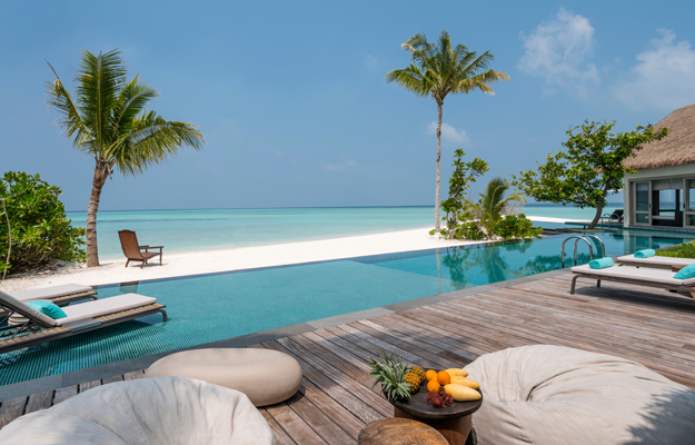 Four Seasons Private Island Maldives at Voavah, pool